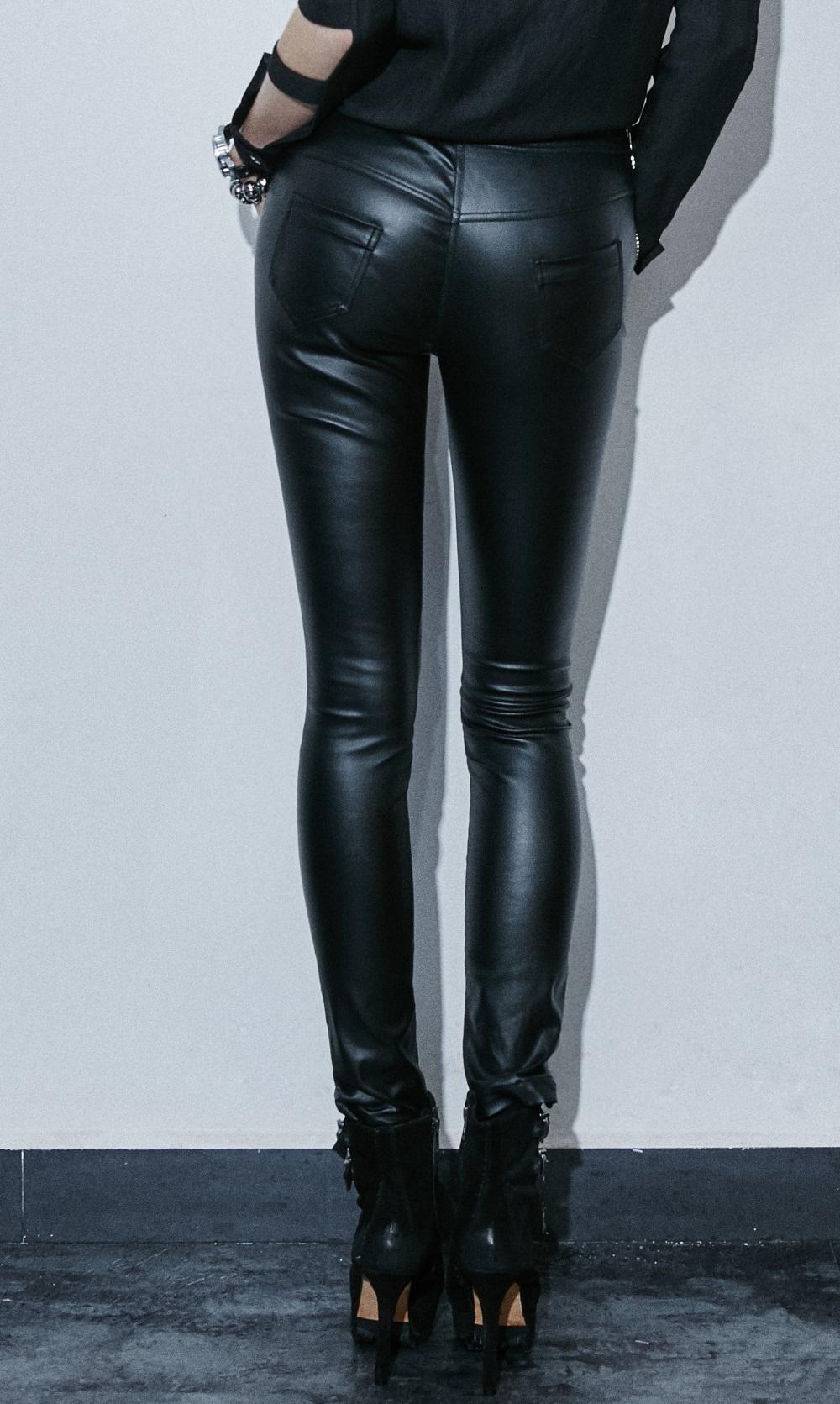 pantalon gothique femme en simili cuir noir