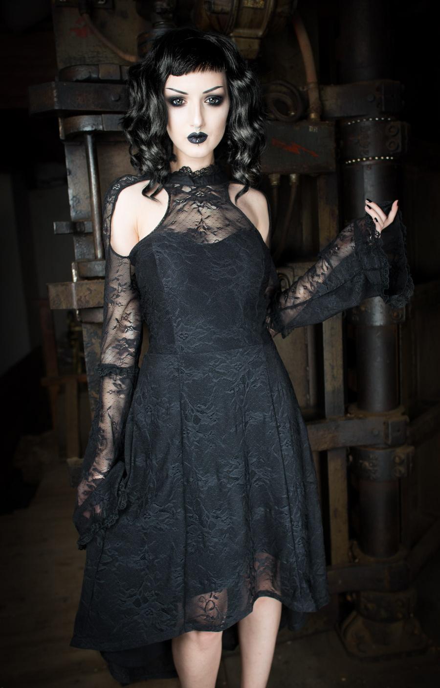 Robe Gothique Noire De Chez Dracula Clothing Recouverte De Dentelle